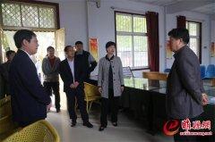 吴海燕看望慰问国庆期间值班人员并督导当前重点工作