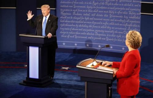 路透/益普索的调查显示,选民们感到气馁,64%的美国人认为国家正走在错误的道路上。这些人中有87%是共和党人,44%为民主党人。