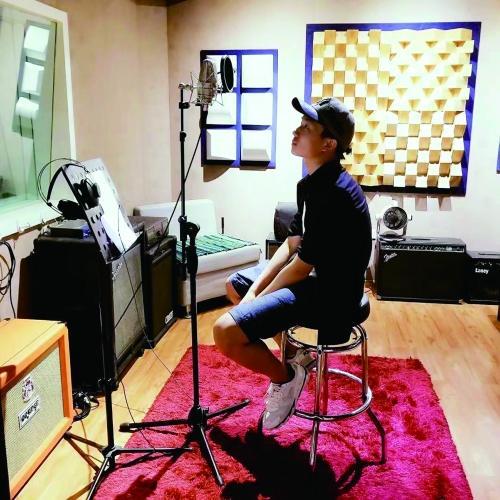 郑州初三男生为母校写了首歌 词曲唱都是他圈粉无数