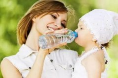 90%的孩子水喝少了,成爱生病的罪魁祸首