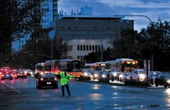 雷暴雨致南澳全州大停电 当地交通混乱港口停运