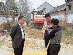 西华县委常委、县纪委书记李涛带领机关干部到扶贫联系点开展帮扶活动