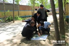 县国土局对王孟镇土地整治现场测绘(图)