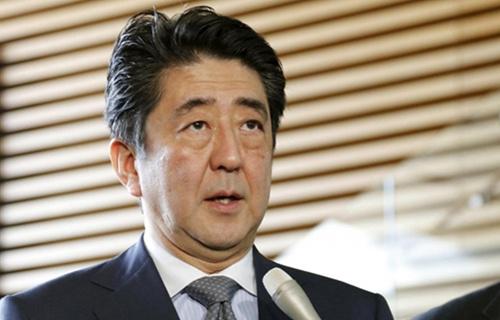 投票结果显示,认为安倍任期应该遵循现行日本自民党党章的规定、在2018年9月如期结束的比例为47.4%。认为任期可以延长到3届9年至2021年的为24.0%;认为安倍如果干得好的话,可以无限期当首相的比例,为25.8%。