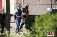 德国一汽车疑运大量火药 警方一度封锁边境公路