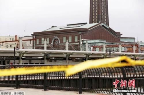 """据了解,根据新泽西交通局声明,1614车次列车从纽约春田站出发,约早上当地时间8时45分冲撞荷波肯车站。乘客称这辆载约250人的列车,""""全速冲进铁轨末端的缓冲器。"""""""