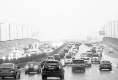 国庆长假最后两天郑州市内各条主干道交通压力骤增