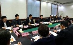 县长张颖波主持召开金融扶贫工作座谈会