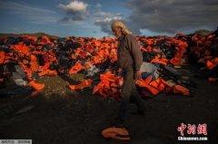 意大利岸防部门:5600余名难民被从地中海救起(图)