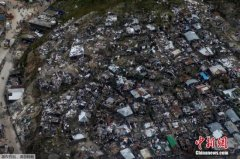 """飓风""""马修""""致加勒比地区114人死亡 向美国逼近"""