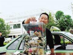 """""""爱心车队""""成郑州街头流动的风景线 遇到残疾人、老人从来不收车费"""