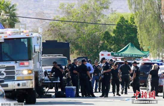 当地时间10月8日,美国加州棕榈泉2名警察在处理一起家庭纠纷案件时遭枪击身亡,另有1名警察在事件中受伤。
