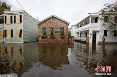 """飓风""""马修""""威力减弱但仍危险 已致全美17人死"""