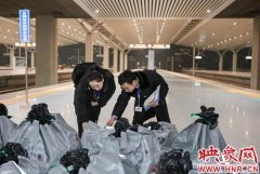 """""""双十一""""零点下单快递乘高铁从郑州启程 多个城市包裹当日达"""