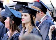 毕业季 学士服里穿什么拍照好看