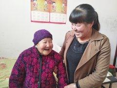 54岁孙媳悉心照顾103岁奶奶 三十年没回娘家住过