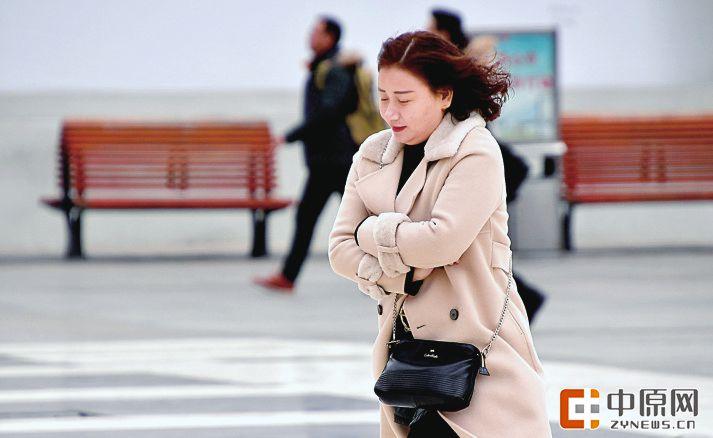 12月1日,西部、南部多云转阴天,其他地区多云。   郑州市: 30日白天到夜里,多云;东风1~2级。最高温度:6℃到7℃;最低温度:-1℃到0℃。   小伙伴们盼望的这场雪爽约了!