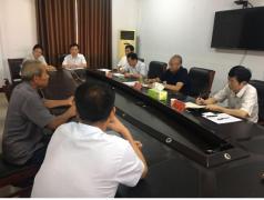 县委书记郭力铭到信访局接待中心接待来访群众