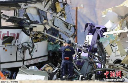 一名受轻伤的乘客在沙漠地区医院接受治疗之后说,那辆旅游大巴是从洛杉矶出发去位于Thermal的红土赌场(Red Earth Casino),在当地时间23日早晨返回洛杉矶途中出车祸。