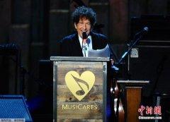 鲍勃-迪伦终于打破沉默 称想参加诺奖颁奖礼