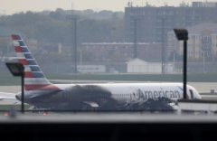 美航客机芝加哥机场起飞时着火 致至少21人受伤