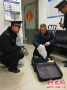 """外籍旅客丢失行李箱 鹤壁东站铁警""""完璧归赵"""""""