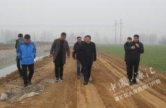 区长王凯杰督导秸秆清运脱贫攻坚和唐马连通工程建设工作