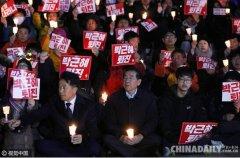 韩首尔市长领导民众烛光集会 呼吁朴槿惠下台
