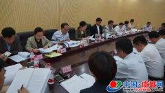 县委书记朱东亚主持召开脱贫攻坚专题会议