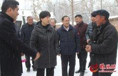 吴海燕冒雪看望慰问扶贫干部及困难群众