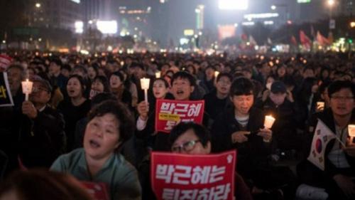 警方估计聚集群众人数大约有45000人,但抗议组织者宣称人数超过20万人。