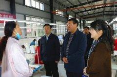 市委常委、市纪委书记杨骁到李集镇调研产业扶贫工作并看望慰问贫困户