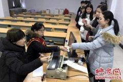 郑州多个汽车站开展上门售票服务 学生可享九折优惠