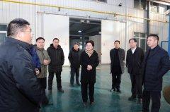 县长张颖波就工业企业发展现场办公