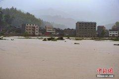 贵州锦屏暴雨引发泥石流及山体滑坡