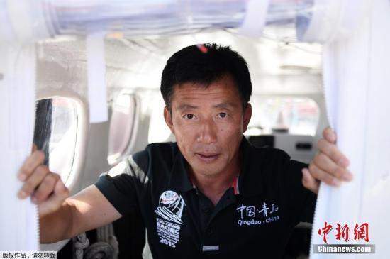 """郭川说,他航海就像博尔特跑百米每一步都力求精确一样,任何细节都不能忽视,因为他有时要在游走在生命攸关的极限边缘,容不得任何闪失。 视频:郭川团队抵达夏威夷 搜救船长带船""""回家"""" 来源:央视国际高清"""