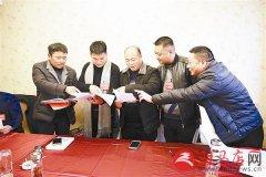 驿城区第二次会议的政协委员认真讨论《区政府工作报告》