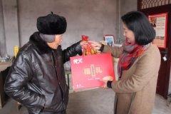县委常委、组织部长蒋云兰下乡送温暖慰问老党员