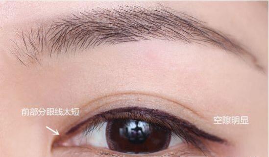 化妆初学者画眼线图片