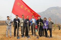 省教育厅机关党员干部参加义务植树活动