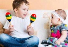 别再责备孩子抢玩具了,那是成长的信号