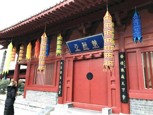 年味儿来啦中国·开封(清明上河园)首届国际灯笼节正在紧锣密鼓布展