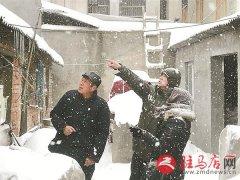 南海街道雪天为群众送温暖