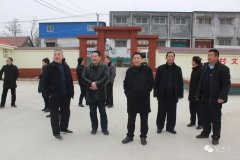 游保峰到西华县武乡村看望慰问困难群众