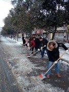 市国土资源局积极开展铲冰除雪活动