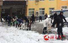 铲冰除雪保畅通,人民街道志愿者在行动