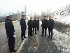 县委书记李高岭检查雪天交通安全 走访慰问相关部门及省劳模和困难群众
