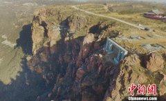 河南伏羲山开建空中玻璃环廊 与美国大峡谷比险