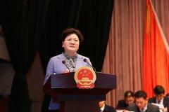 县长张颖波作政府工作报告