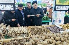 县委常委、常务副县长侯公涛带队检查春节期间市场价格